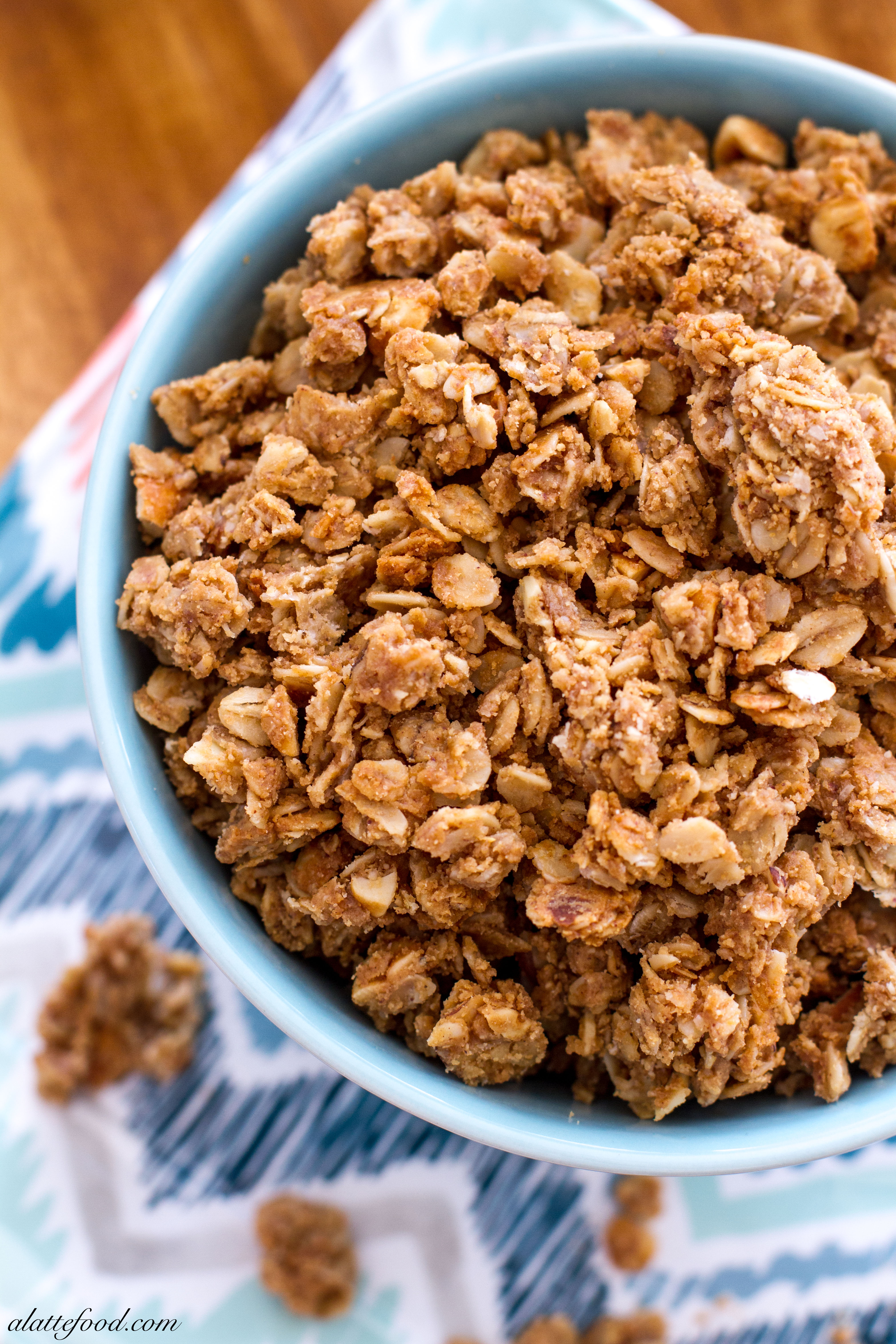 {Easy} Crunchy Peanut Butter Granola